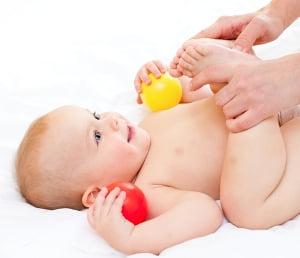 массаж новорожденному при запоре