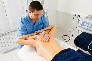 мануальный массаж позвоночника