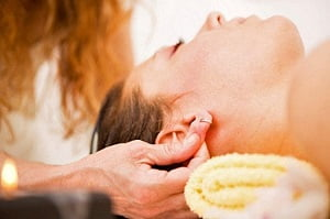 массаж ушей для улучшения слуха и от звона